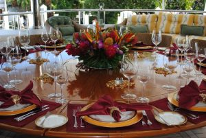 table_setting_place_setting_tablescape_party_food_dishes_glasses_silverware-1052271.jpg!d